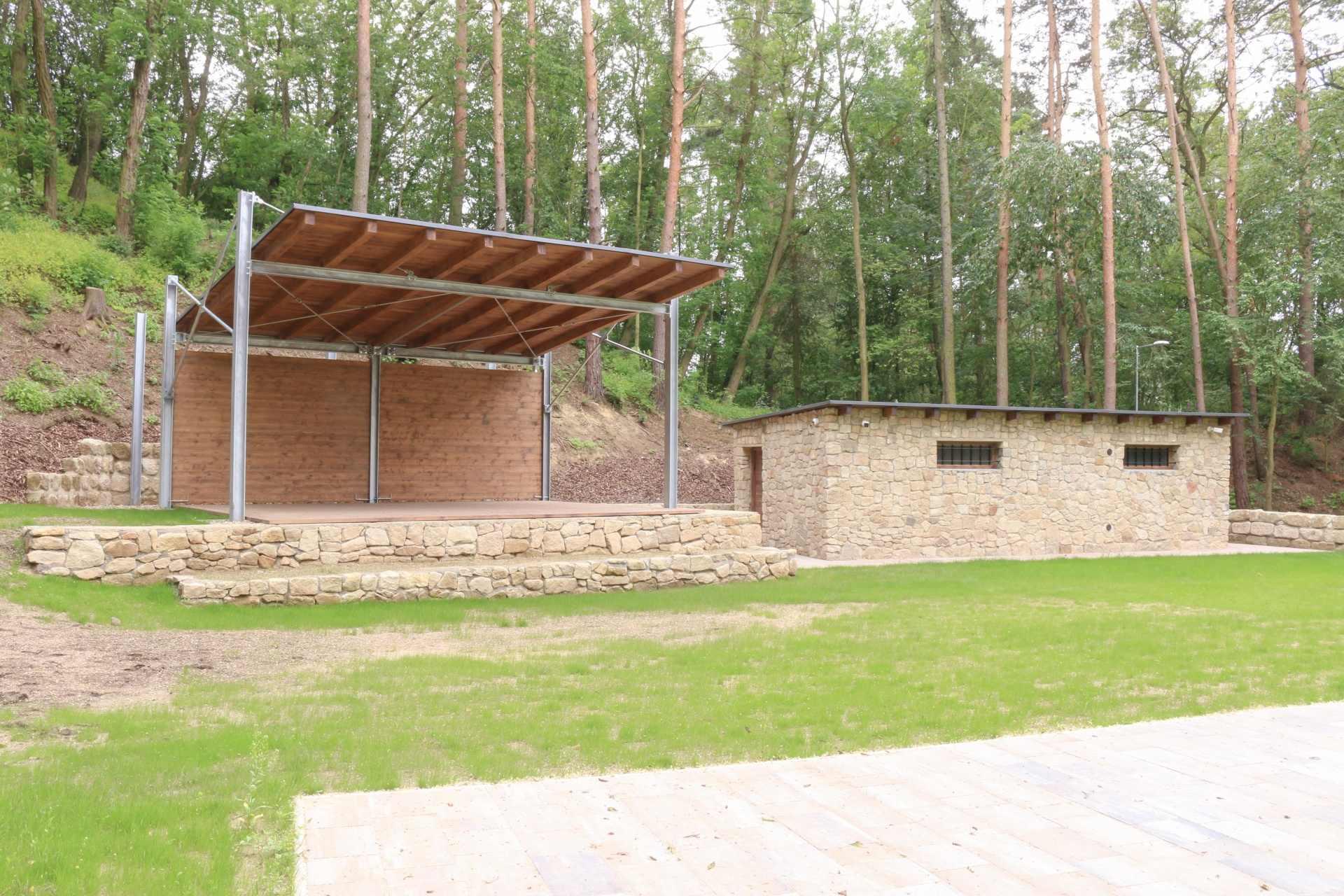 lesni divadlo doksy 16