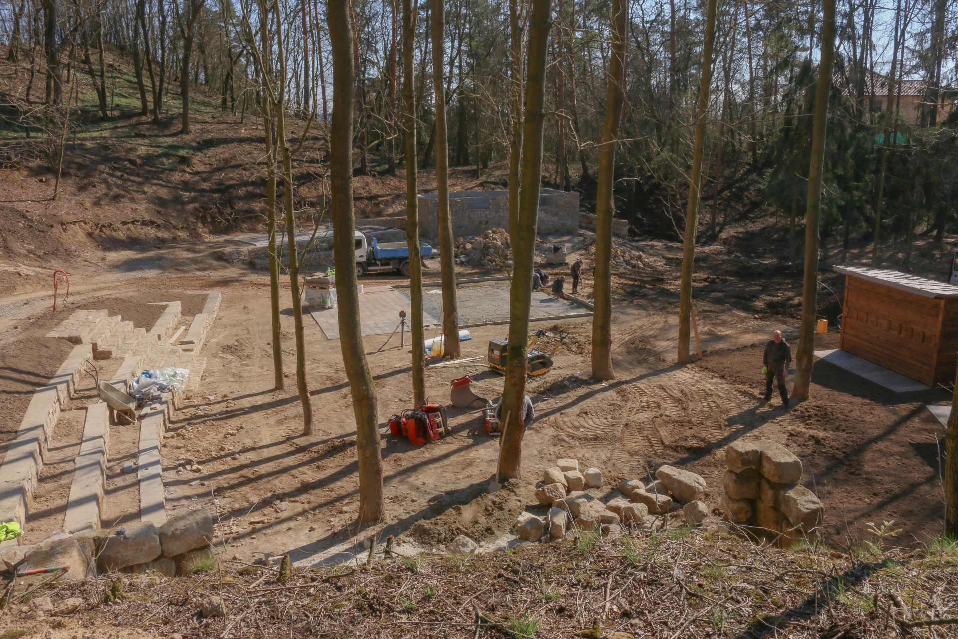 lesni divadlo doksy 9